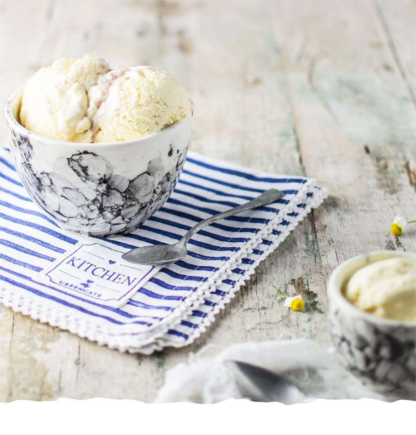 Vanilla Ice Cream with Natura Wild Berries Jam Natura Mobile