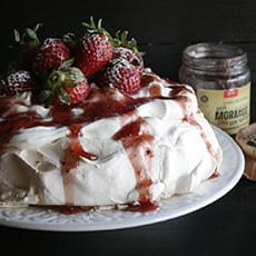 Pavlova with Strawberry and Mint Jam Jugais