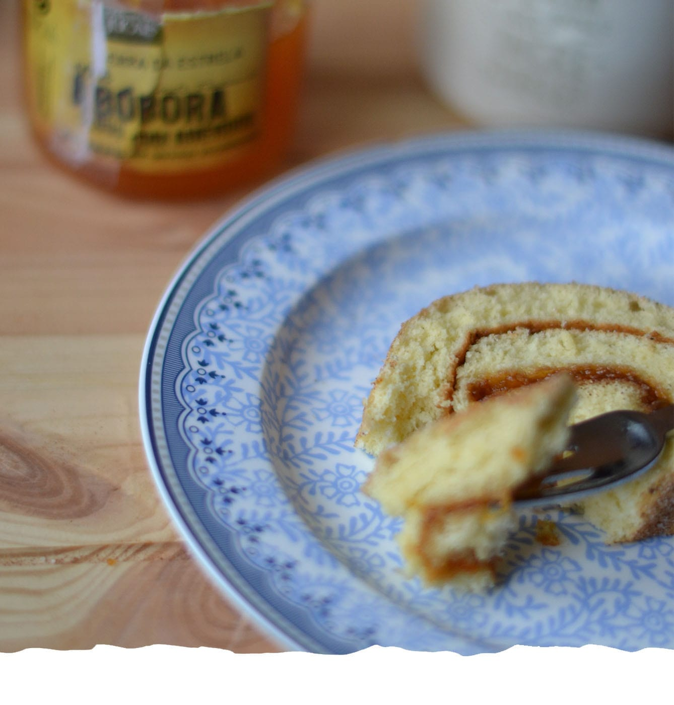 Swiss Roll Cake with Pumpkin and Almond Jam Moible